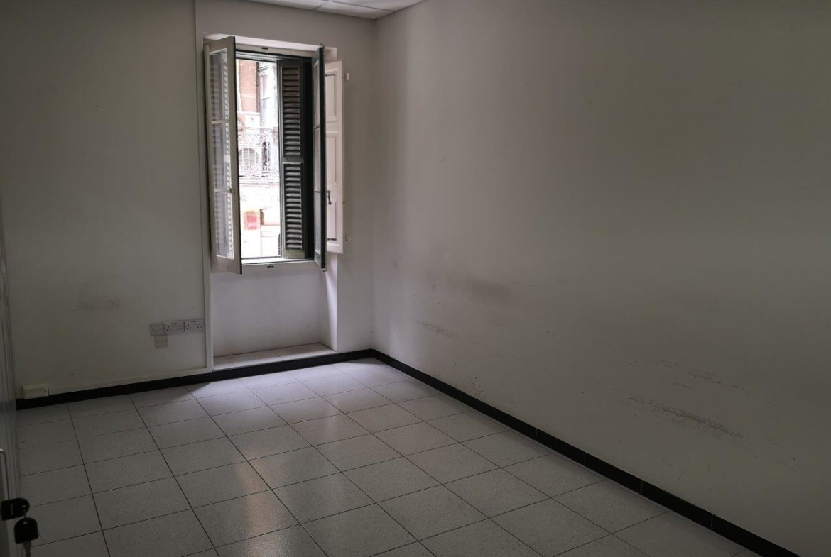 Traditional Valletta Office for Rent (1)